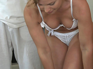 Massage Rooms Hot MILF enjoys big oily fingers deep in